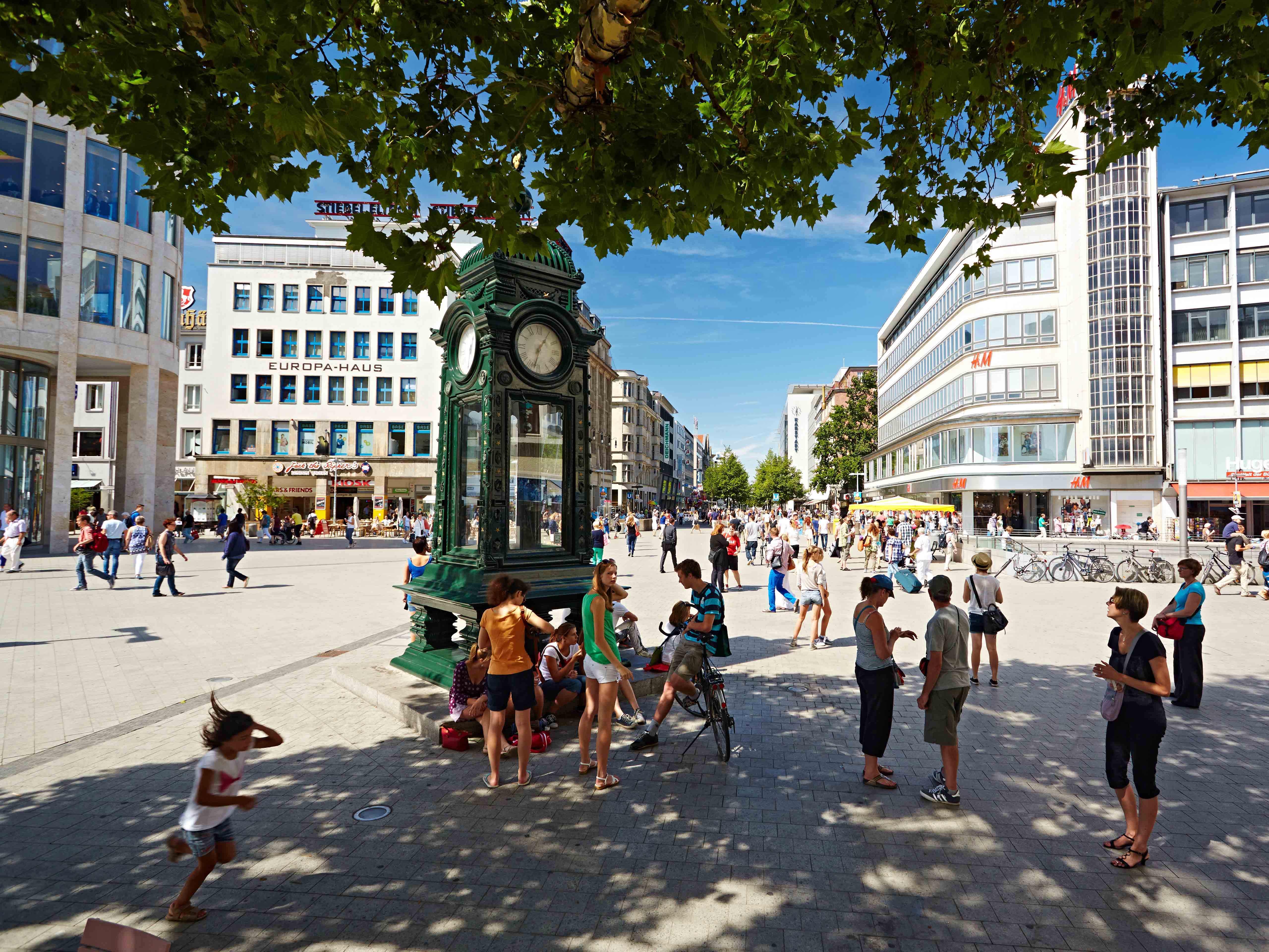 Hannover, DEU, 06.08.2013, Kröpcke[ (c) Christian Wyrwa, Diplom-Foto-Designer (FH),  Burgwedeler Str. 91D , 30916 Isernhagen (bei Hannover), Germany, E-Mail: info@wyrwa-foto.de,  Tel: +49-511-3945254, Fax:+49-511-1233545, Mobil: +49-171-8340094, ] [#0,26,121#]
